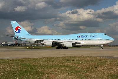 Korean Air Boeing 747-4B5 HL7488 (msn 26394) LHR. Image: 936737.