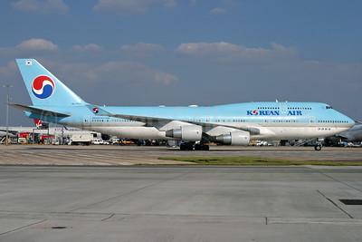 Korean Air Boeing 747-4B5 HL7402 (msn 26407) LHR (Antony J. Best). Image: 932513.