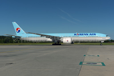 Korean Air Boeing 777-3B5 ER HL8216 (msn 37647) ZRH (Rolf Wallner). Image: 946712.