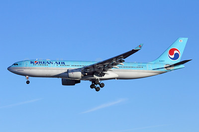 Korean Air Airbus A330-223 HL8227 (msn 1200) LAX (Michael B. Ing). Image: 908839.