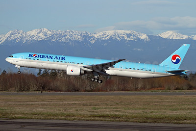 Korean Air Boeing 777-300 ER HL7203 (msn 60378) PAE (Nick Dean). Image: 941245.