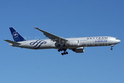 Korean Air Boeing 777-3B5 ER HL7783 (msn 37644) (SkyTeam) YYZ (TMK Photography). Image: 929185.