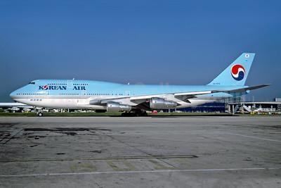Korean Air Boeing 747-3B5 HL7470 (msn 24194) LGW (Rob Rindt Collection). Image: 949011.