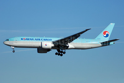 Korean Air Cargo Boeing 777-FB5 HL8252 (msn 37638) YYZ (TMK Photography). Image: 937094.
