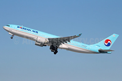 Korean Air Airbus A330-223 HL7552 (msn 258) LAX (Michael B. Ing). Image: 912445.