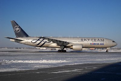 Korean Air Boeing 777-2B5 ER HL7733 (msn 34206) (SkyTeam) YYZ (TMK Photography). Image: 934414.