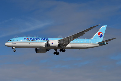 Korean Air Boeing 787-9 Dreamliner HL7209 (msn 34818) YYZ (TMK Photography). Image: 946717.