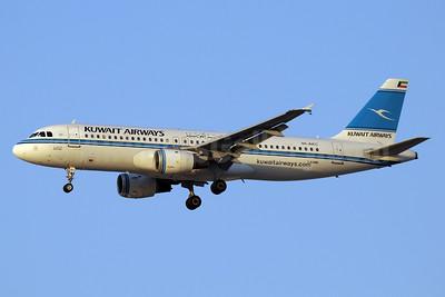 Kuwait Airways Airbus A320-212 9K-AKC (msn 195) DXB (Paul Denton). Image: 913292.