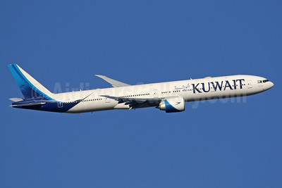 Kuwait Airways Boeing 777-300ER 9K-AOD (msn 62562) LHR (SPA). Image: 940523.