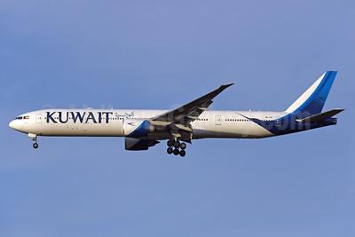 Kuwait Airways Boeing 777-300ER 9K-AOI (msn 62566) LHR (Rolf Wallner). Image: 939929.