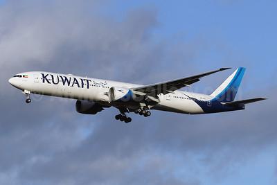Kuwait Airways Boeing 777-300ER 9K-AOL (msn 62569) LHR (SPA). Image: 940638.