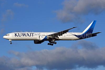 Kuwait Airways Boeing 777-300ER 9K-AOM (msn 62570) LHR (Rolf Wallner). Image: 939930.