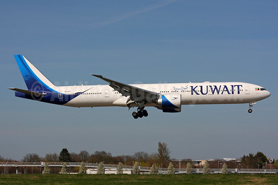 Kuwait Airways Boeing 777-369 ER 9K-AOF (msn 62564) LHR (SPA). Image: 937368.