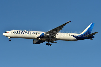 Kuwait Airways Boeing 777-369 ER 9K-AOC (msn 62561) JFK (Fred Freketic). Image: 937401.