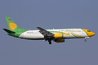 Lao Central Airlines Boeing 737-4Y0 RDPL-34189 (msn 24314) BKK (Michael B. Ing). Image: 910217.