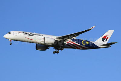 Malaysia Airlines Airbus A350-941 9M-MAC (msn 165) (Negaraku) LHR (SPA). Image: 940667.