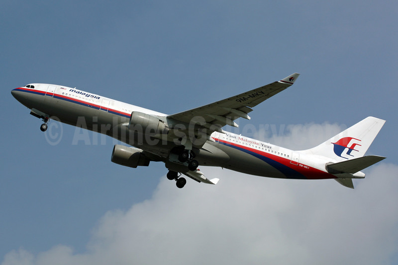 Malaysia Airlines Airbus A330-223 9M-MKV (msn 296) (Visit Malaysia Year) SIN (Michael B. Ing). Image: 900997.