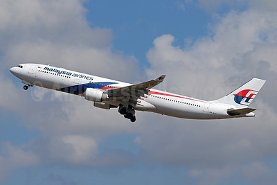 Malaysia Airlines Airbus A330-323 9M-MTD (msn 1234) DPS (Pascal Simon). Image: 942669.
