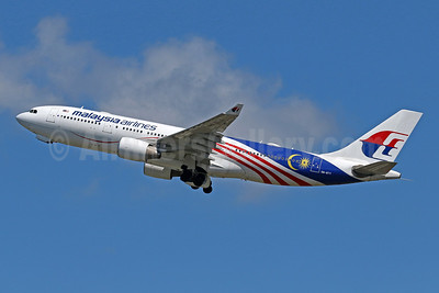 Malaysia Airlines Airbus A330-223 9M-MTY (msn 968) (Negaraku) DPS (Pascal Simon). Image: 946467.