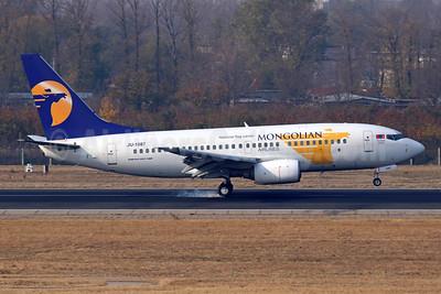 Mongolian Airlines (MIAT) Boeing 737-71M JU-1087 (msn 33103) PEK (Michael B. Ing). Image: 944471.