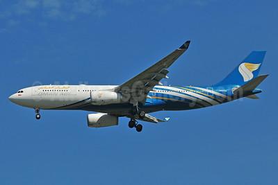 Oman Air Airbus A330-243 A40-DA (msn 1038) BKK (Ken Petersen). Image: 910625.