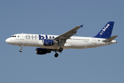 Airblue Airbus A320-214 AP-EDO (msn 1467) DXB (Paul Denton). Image: 909900.