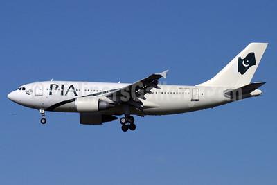 PIA (Pakistan International Airlines) Airbus A310-308 AP-BEQ (msn 656) LHR (Antony J. Best). Image: 900690.