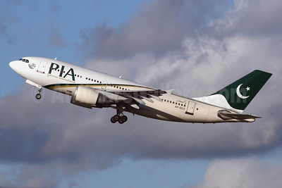 PIA-Pakistan International Airlines Airbus A310-308 AP-BDZ (msn 585) LHR (SPA). Image: 940895.