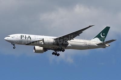 PIA-Pakistan International Airlines Boeing 777-240 LR AP-BGZ (msn 33782) JFK (Fred Freketic). Image: 949127.