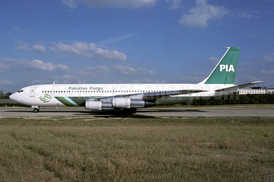 PIA-Pakistan International Airlines Cargo Boeing 707-323C AP-BBK (msn 19576) ORY (Jacques Guillem). Image: 941227.