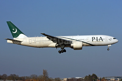 PIA-Pakistan International Airlines Boeing 777-240 ER AP-BHX (msn 35296) LHR (SPA). Image: 937008.