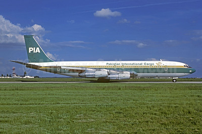 PIA-Pakistan International Airlines Cargo Boeing 707-340C AP-AXG (msn 20488) ORY (Jacques Guillem). Image: 937318.
