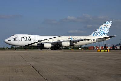 PIA (Pakistan International Airlines) Boeing 747-240B AP-BAK (msn 21825) (Thar-Colours of the Desert) LHR (SPA). Image: 931015.
