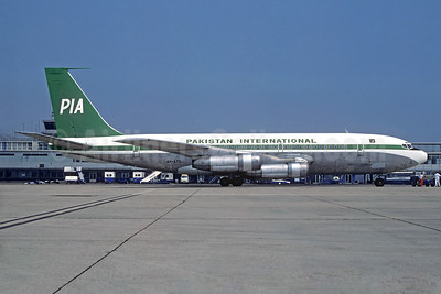 PIA-Pakistan International Airlines Boeing 720-040B AP-ATQ (msn 18745) ORY (Jacques Guillem). Image: 932193.