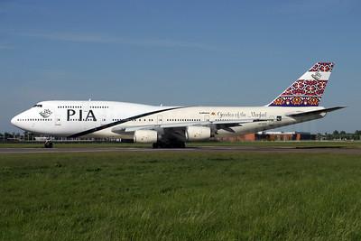 PIA (Pakistan International Airlines) Boeing 747-367 AP-BFW (msn 23221) LHR (Antony J. Best). Image: 900688.