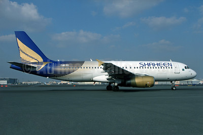 Shaheen Air International Airbus A320-232 AP-BLK (msn 2027) DXB (Rob Finlayson). Image: 936655.