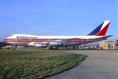 Philippine Airlines Boeing 747-2F6B N742PR (msn 21833) LGW (Christian Volpati Collection). Image: 940097.