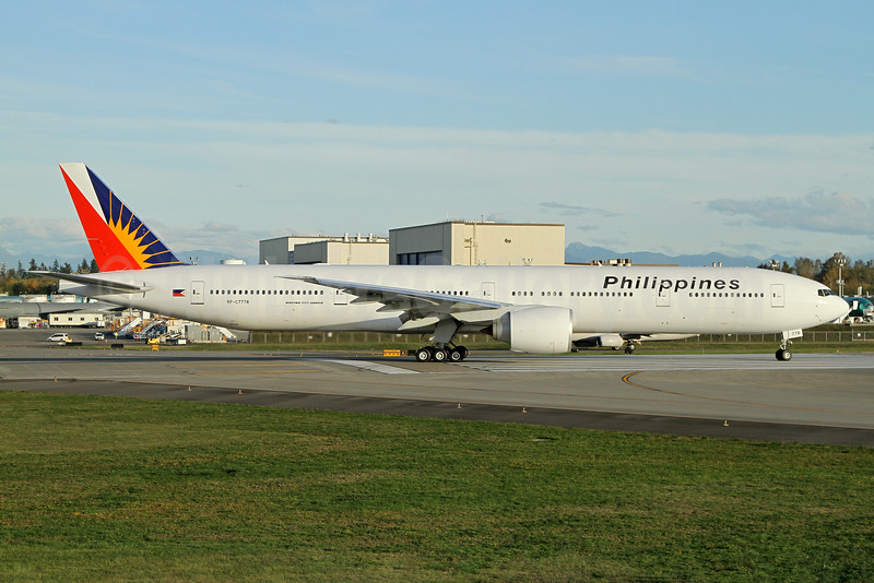 Philippines (Philippine Airlines) Boeing 777-300 ER RP-C7778 (msn 61730) PAE (Nick Dean). Image: 935387.