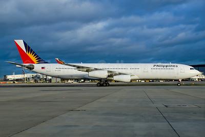 Philippines (Philippine Airlines) Airbus A340-313 RP-C3435 (msn 302) LHR (Wingnut). Image: 928895.