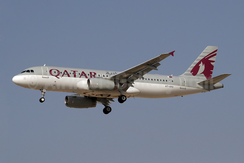 Qatar Airways Airbus A320-232 A7-AHU (msn 5127) DXB (Paul Denton). Image: 909973.