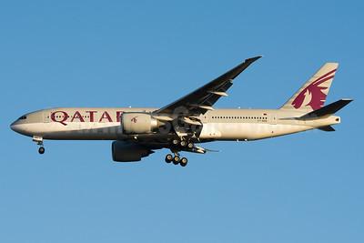 Qatar Airways Boeing 777-2DZ LR A7-BBB (msn 36013) AKL (Colin Hunter). Image: 936879.