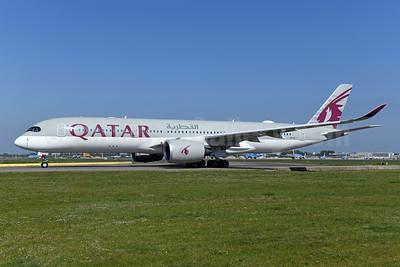 Qatar Airways Airbus A350-941 A7-ALY (msn 132) AMS (Ton Jochems). Image: 950086.