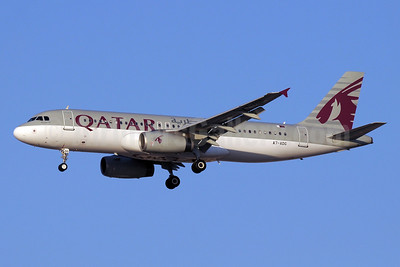 Qatar Airways Airbus A320-232 A7-ADG (msn 2121) DXB (Paul Denton). Image: 911706.