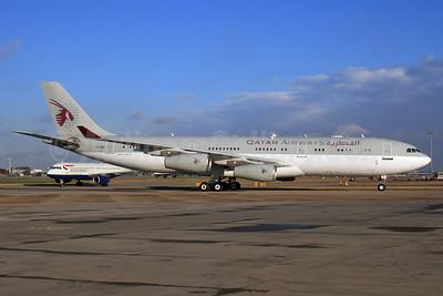 Qatar Airways (Amiri Flight) Airbus A340-211 A7-HHK (msn 026) LHR (SPA). Image: 926204.