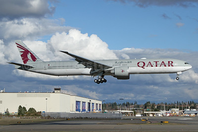 Qatar Airways Boeing 777-300 ER A7-BEQ (msn 64085) PAE (Nick Dean). Image: 941267.
