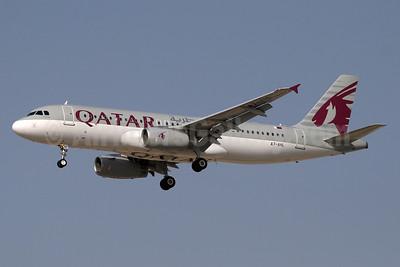 Qatar Airways Airbus A320-232 A7-AHL (msn 4802) DXB (Paul Denton). Image: 910704.
