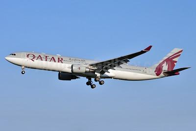Qatar Airways Airbus A330-302 A7-AED (msn 680) FCO (Karl Cornil). Image: 923642.
