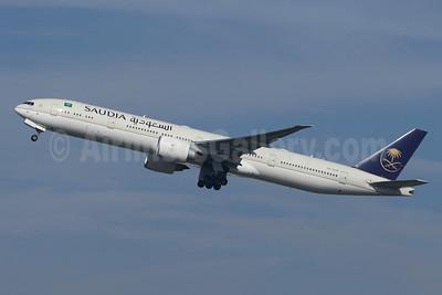 Saudia (Saudi Arabian Airlines) Boeing 777-300ER HZ-AK39 (msn 61592) LHR (SPA). Image: 943903.