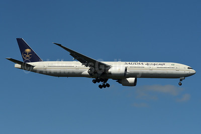 Saudia (Saudi Arabian Airlines) Boeing 777-368 ER HZ-AK26 (msn 42264) JFK (Fred Freketic). Image: 934884.