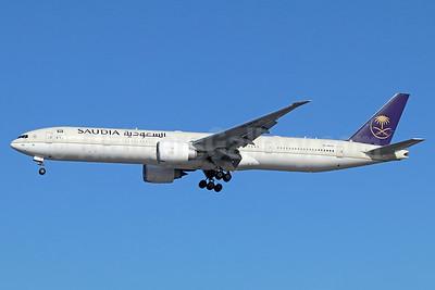 Saudia (Saudi Arabian Airlines) Boeing 777-300 ER HZ-AK42 (msn 62762) LAX (Michael B. Ing). Image: 940877.